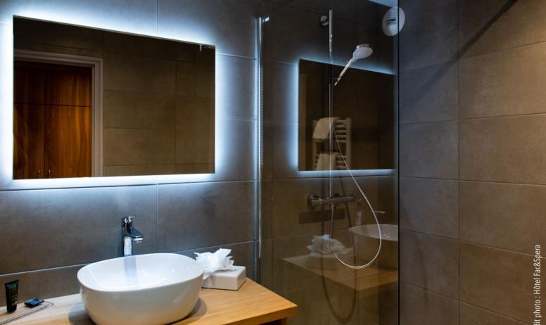 Maison CHAPOUTIER - salle de bain