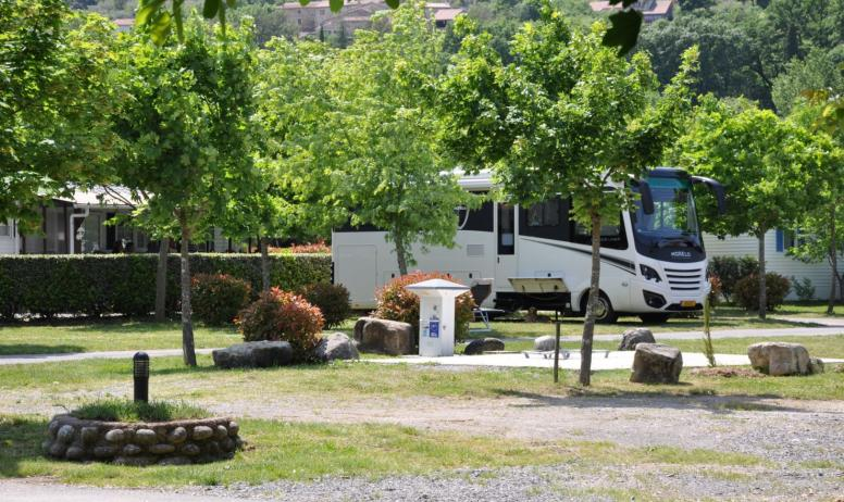 ©Camping Lou Rouchetou - Aire camping-car