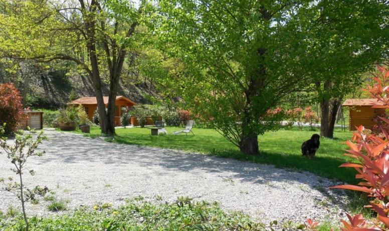 Gîtes de France - Parc privé + local commun a gauche et local de rangement à droite