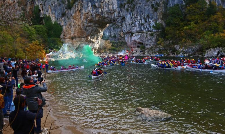 Sébastien Gayet-Pont d'Arc Ardèche - Le Marathon, c'est une compétition internationale où se mêlent canoës, kayaks, craft et paddles