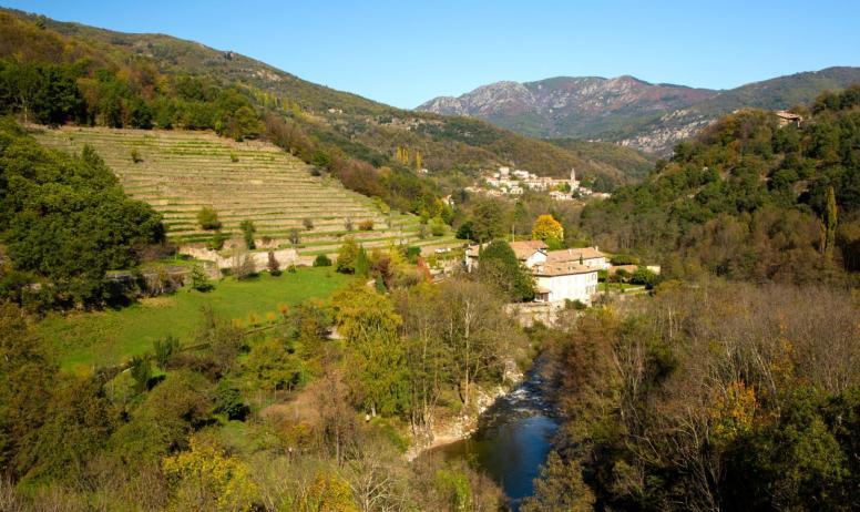 ©S.BUGNON - Saint-Pierre-de-Colombier - Vallée de la Bourges avec le village ©S.BUGNON