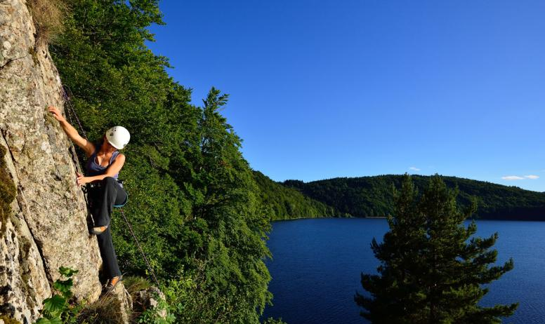©M.Dupont-ADT07 - Escalade au lac d'Issarlès