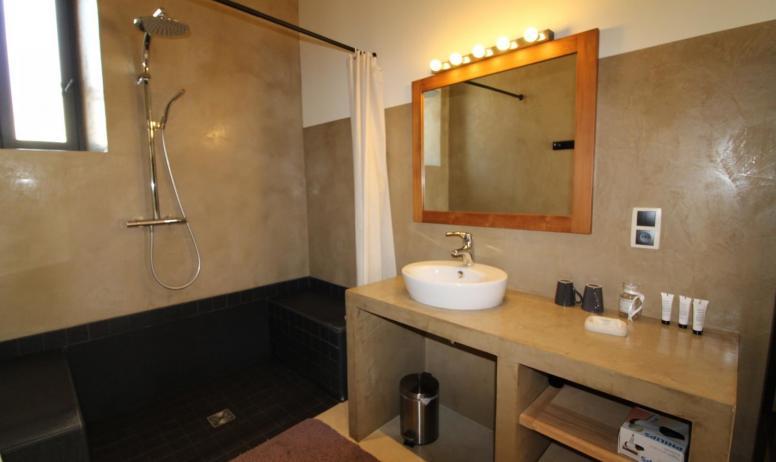Gîtes de France - salle d'eau de la chambre Soleil