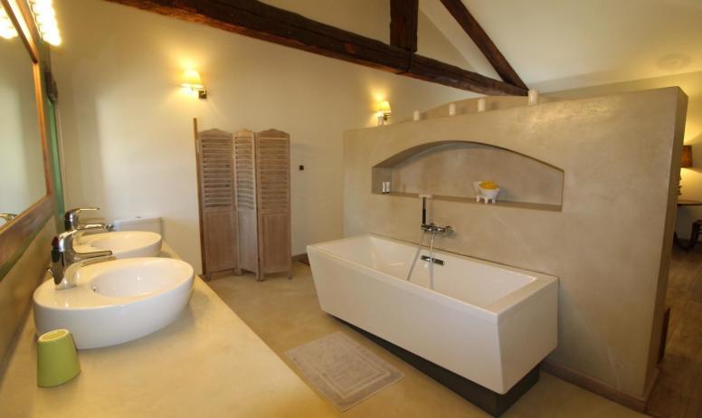 Gîtes de France - salle de bains de la chambre Bambou