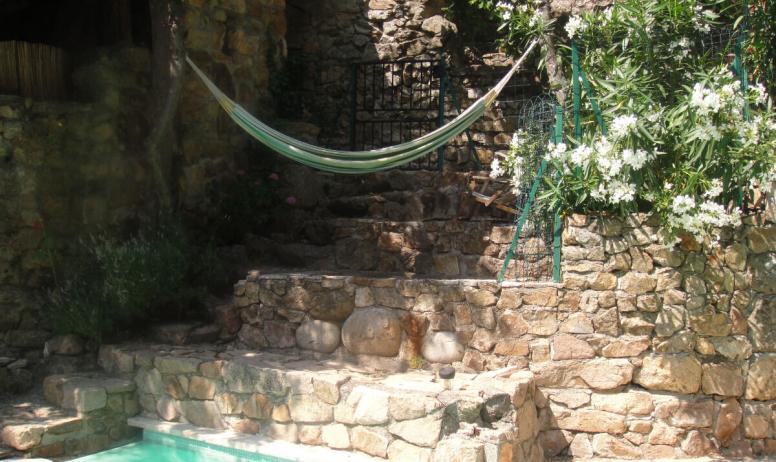 Clévacances - hamac coin piscine