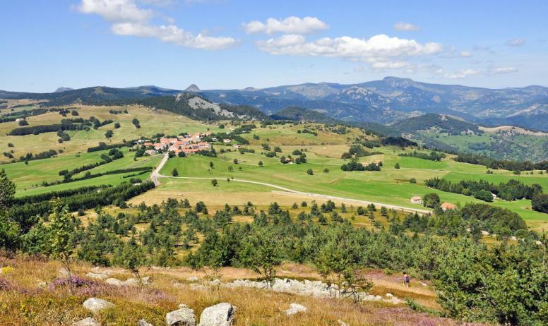 ©A.Renaud-goud-ADT07 - Panorama depuis le sommet du Suc de Montivernoux