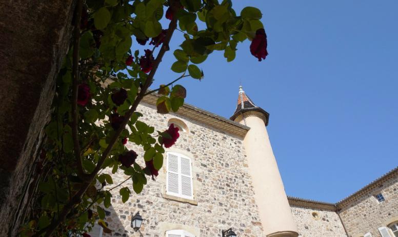 ©Maëva-Lopez - Thueyts - Cour du château de Blou 2©Maëva-Lopez