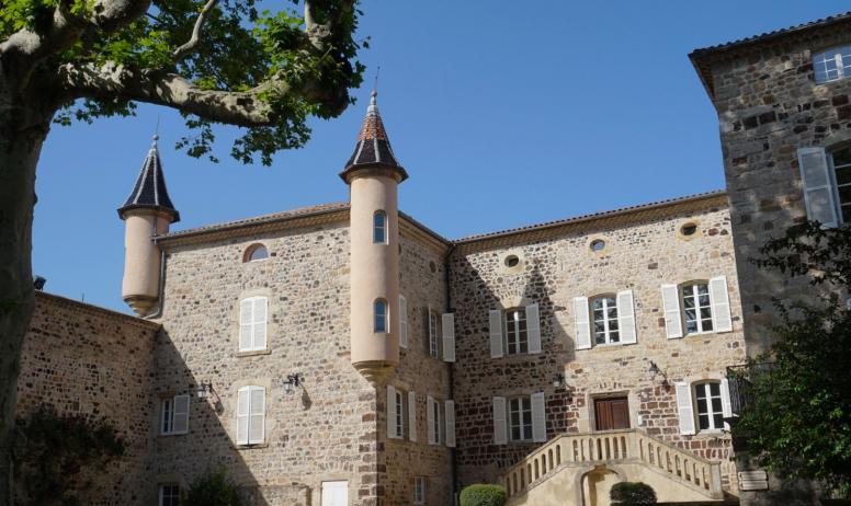 ©Maëva-Lopez - Thueyts - Cour du château de Blou 3©Maëva-Lopez