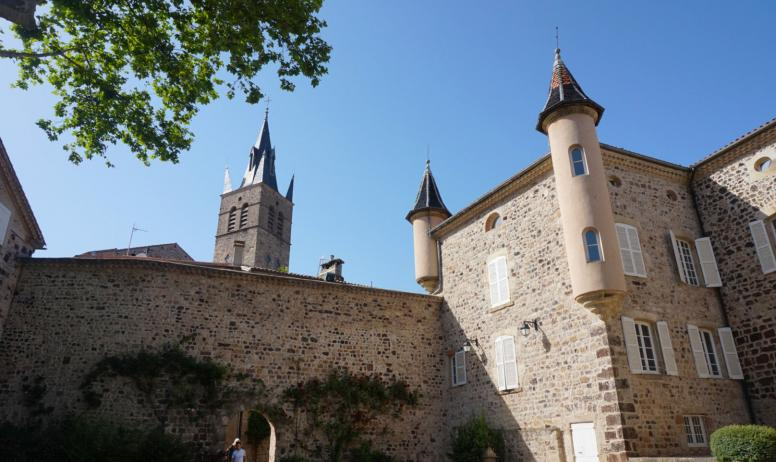 ©Maëva-Lopez - Thueyts - Cour intérieure du château de Blou 2©Maëva-Lopez