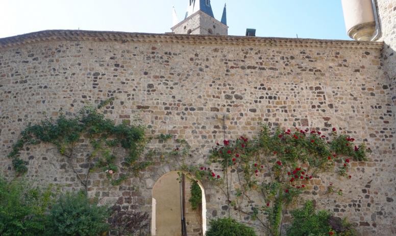 ©Maëva-Lopez - Thueyts - Cour intérieure du château de Blou ©Maëva-Lopez
