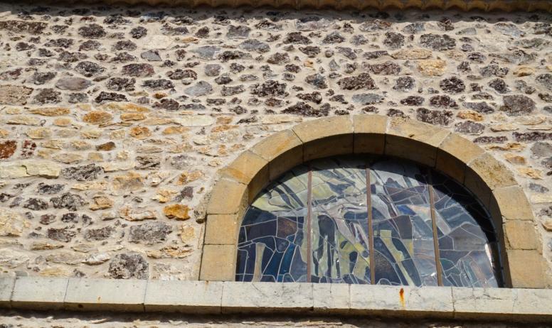 ©Maëva-Lopez - Thueyts---Vitrail-extérieur-église-st-Jean-Baptiste-©Maëva-Lopez