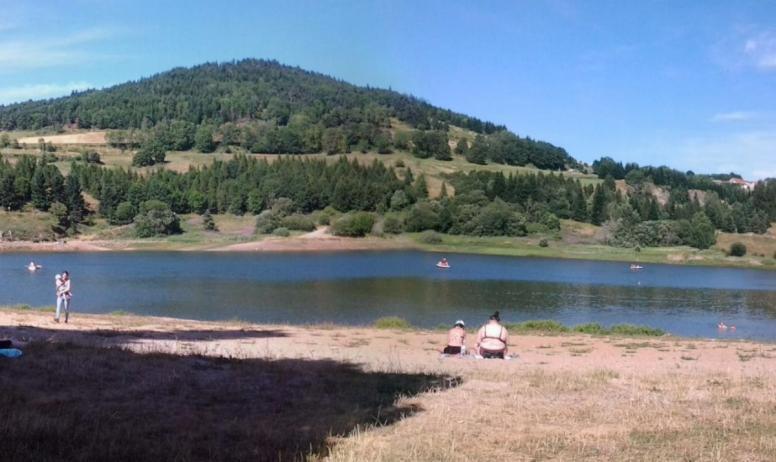 Clévacances - A 1h du lac d' issarles ou Courcouron; 20min de la grotte chauveT et de l'aven d'Orgnac