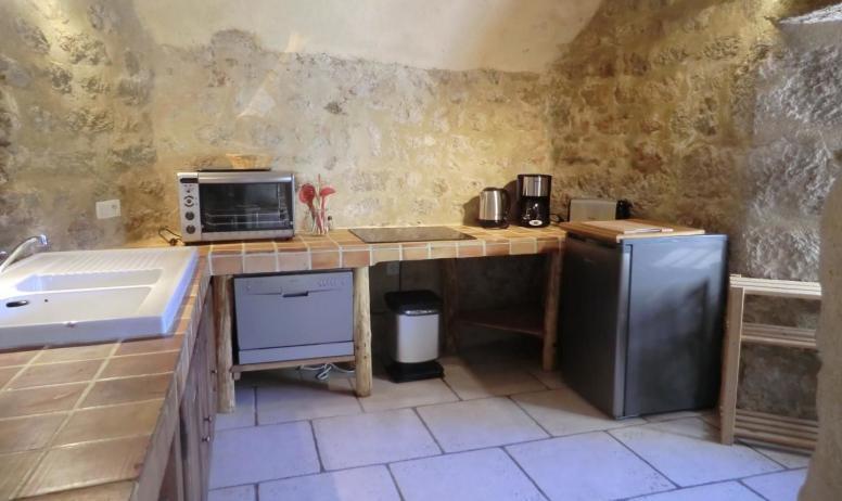 Gîtes de France - vue de la cuisine de la partie gite de la tour