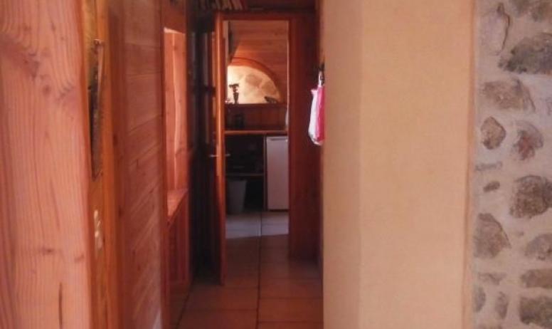 Gîtes de France - vue du couloir depuis la deuxième entrée de la partie Oratoire