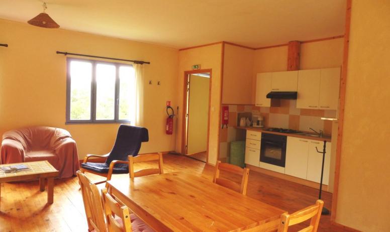 © Les Blaches - Le coin cuisine dans le petit appartement