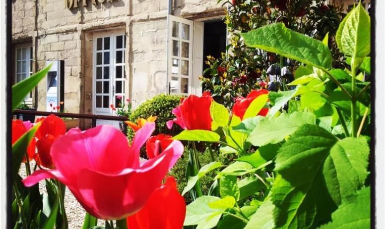 - Façade hôtel de la Tourette à Tournon