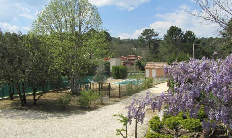 Gîtes de France - piscine au printemps