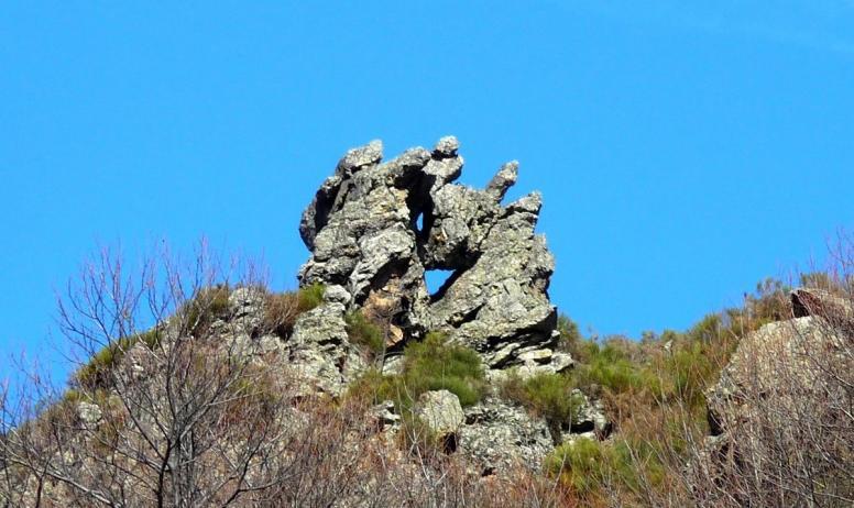 ©OTASV - Mayres - Le rocher troué ©OTASV