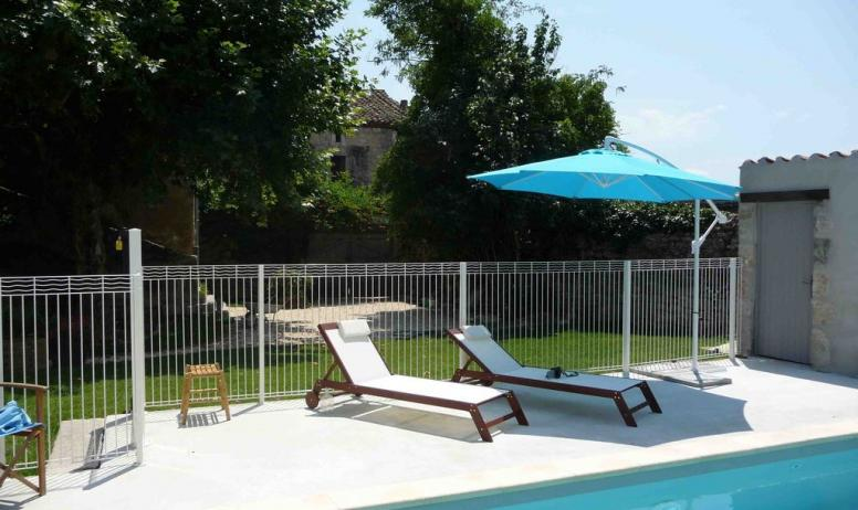 Gîtes de France - la piscine au soleil