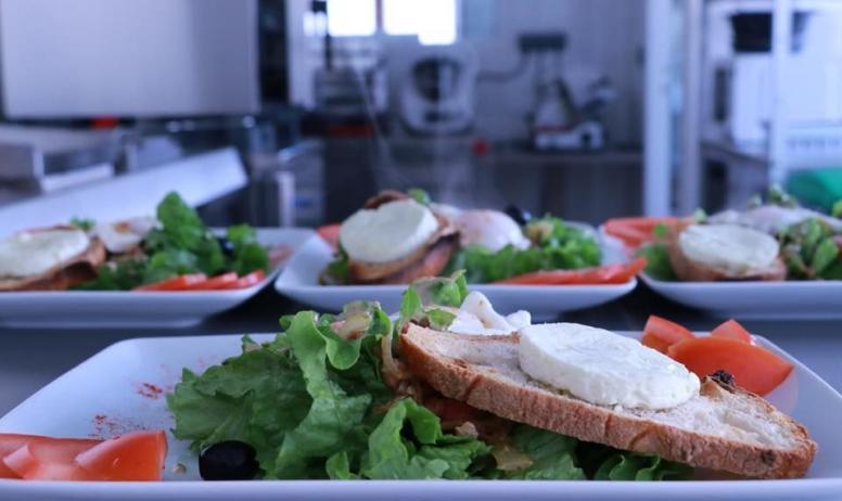 - Salade chévre chaud