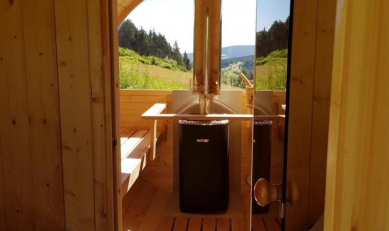 Gîtes de France - Intérieur du Sauna avec vue sur la vallée