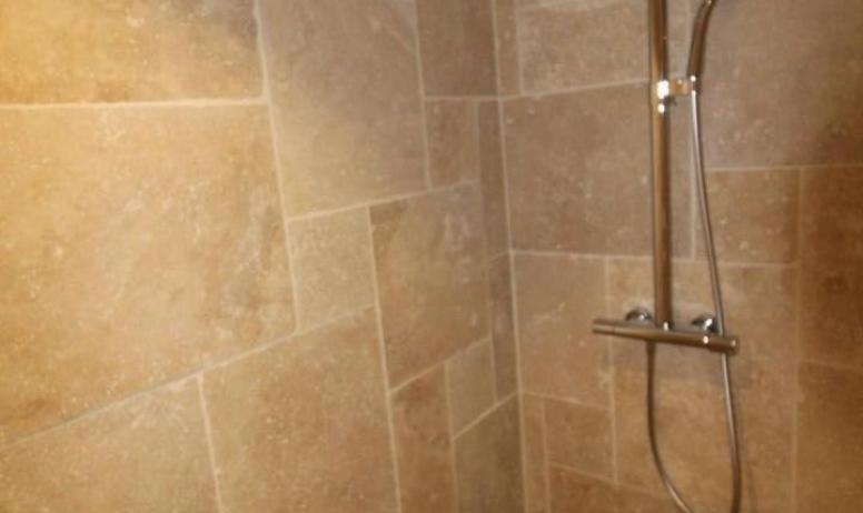 Gîtes de France - la salle de bain eugénie