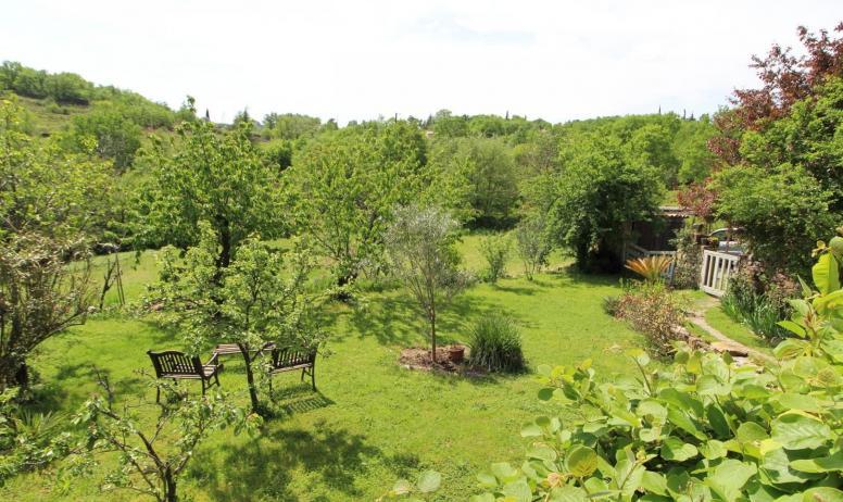 Gîtes de France - Jardin avec vue sur les collines
