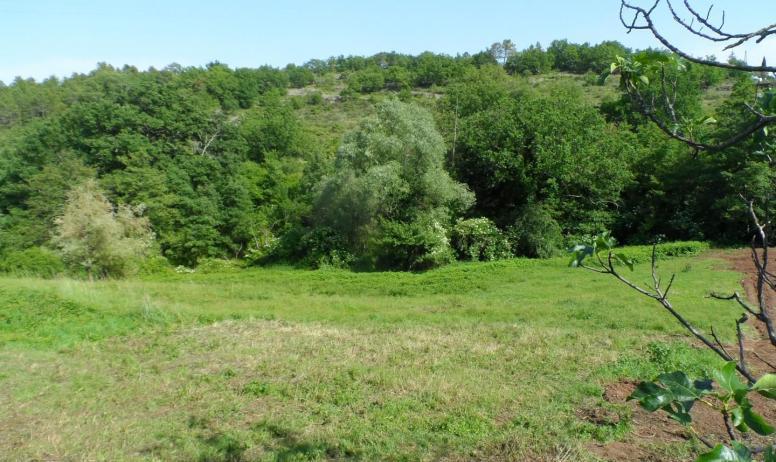 Gîtes de France - colline au dessus du ruisseau de Valgrand