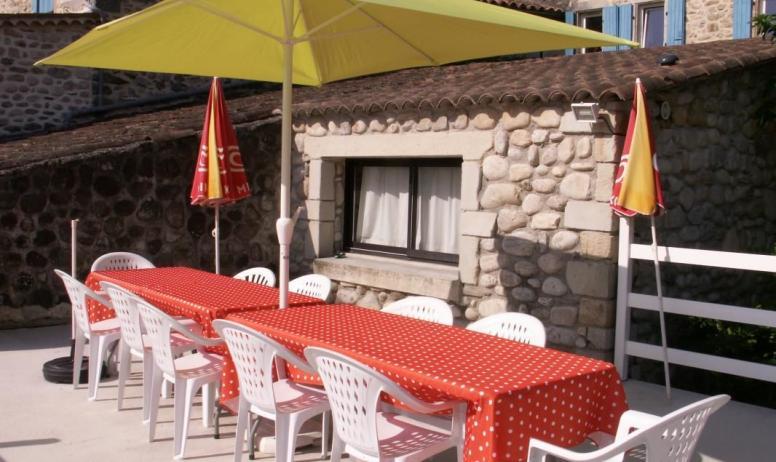 Gîtes de France - terrasse extérieure pour des repas ensoleillés