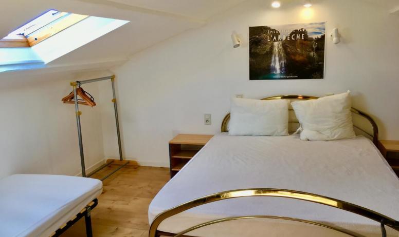 Gîtes de France - chambre 4(2ième étage):1 lit double 1,60 et 2 lits simple