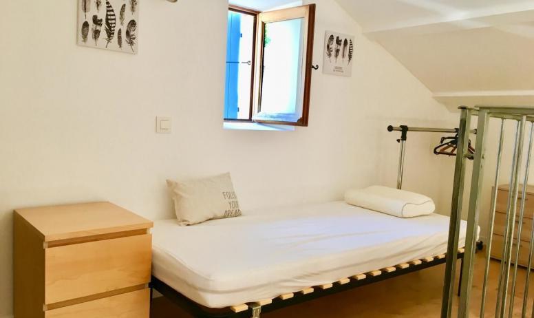 Gîtes de France - mezzanine (2 ième étage) 3 lits simple