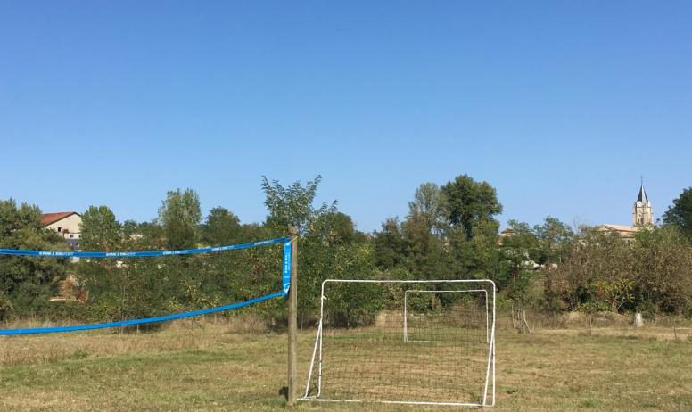 Gîtes de France - Terrain volley et foot