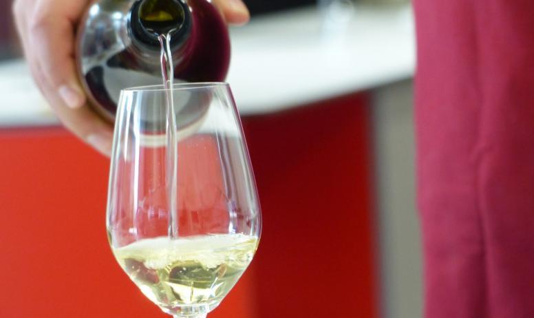 HT Tourisme_G.Roche - Verre atelier Maison des Vins