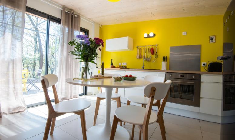 M. Dupont - S. Vigouroux - Gite l'olive Alphonse salle à manger