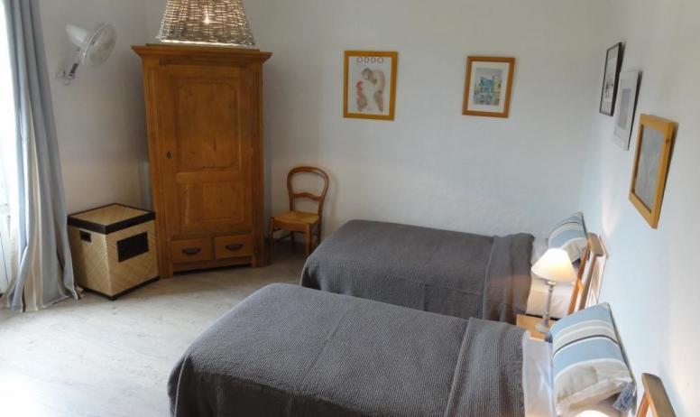 Gîtes de France - Chambre à 2 lits simples et 1 lit supperposé
