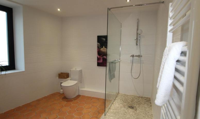 Gîtes de France - Suite Lisa , salle d'eau avec douche italienne