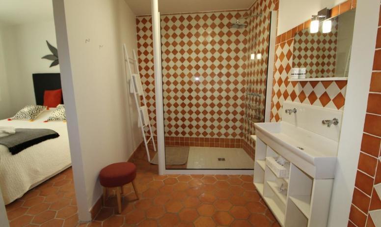 Gîtes de France - Suite Mel , salle d'eau trés spacieuse avec douche italienne