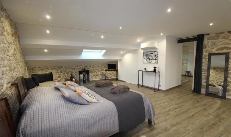 Gîtes de France - Suite Maë , chambre familiale pouvant accueillir jusqu'à 6 personnes avec des lits d'appoints