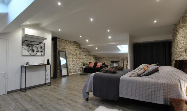 Gîtes de France - Suite Maë , avec grand dressing et murs en pierres