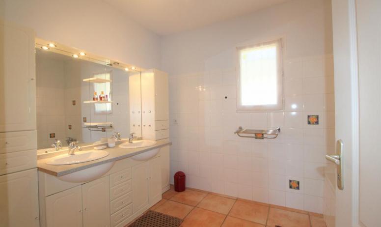 Gîtes de France - salle de bains située au rdc