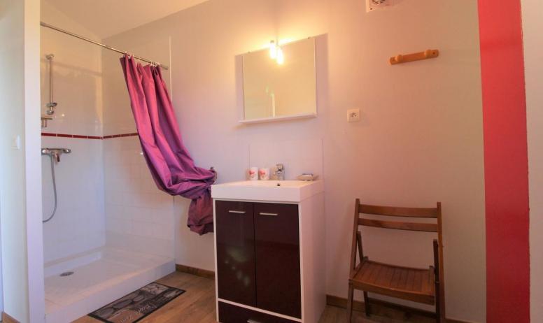 Gîtes de France - salle d'eau et wc situé à l'étage