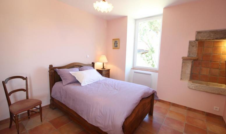 Gîtes de France - chambre avec un lit une place en 120