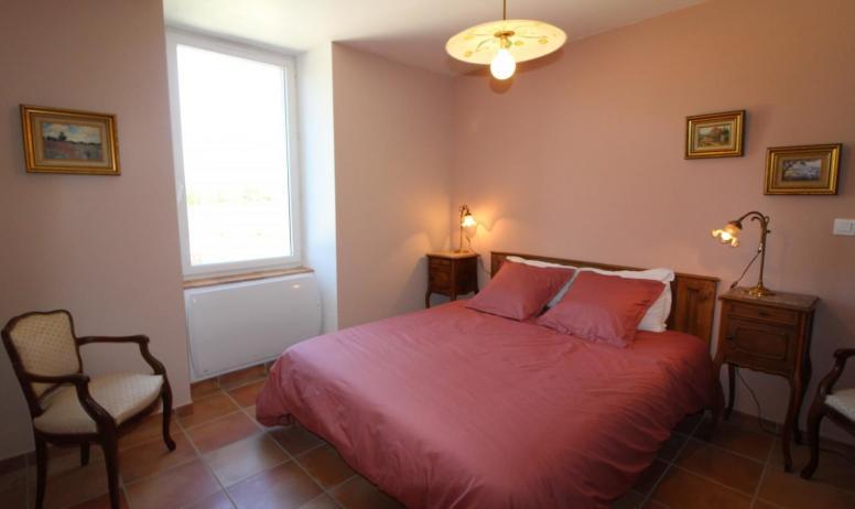 Gîtes de France - chambre avec lit 160 et son cabinet toilette privé