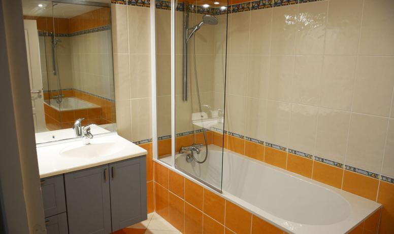 Chambre d'hôte l'OISEAU BLEU - la salle de bain