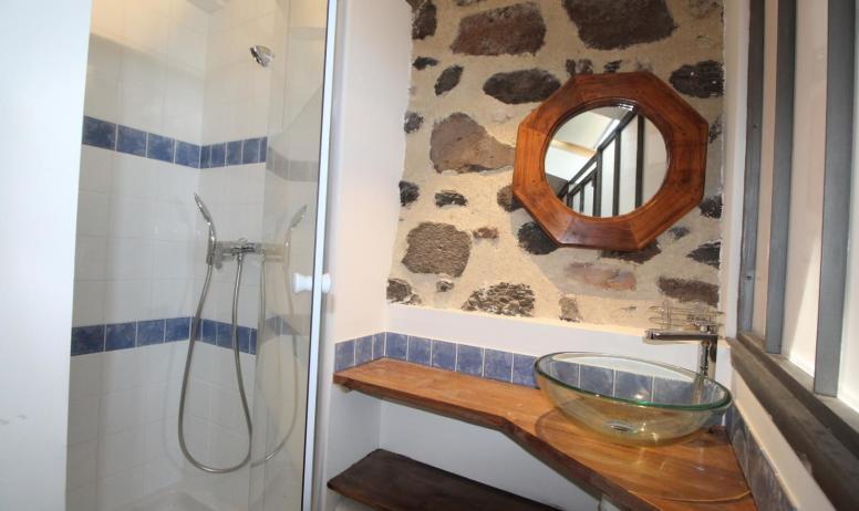 Gîtes de France - salle d eau coté chambre