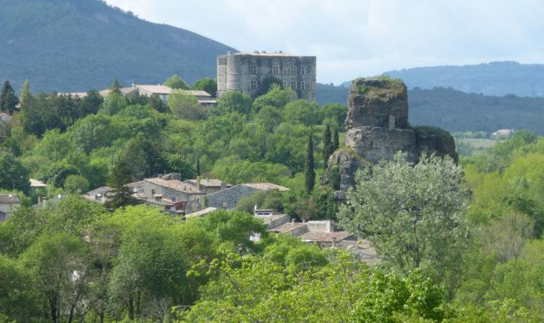 Clévacances - le Château d'ALBA et son Neck volcanique