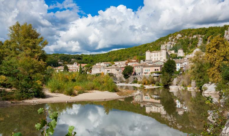 ©A.Renaud-Goud-ADT07 - Village de caractère de Vogüé