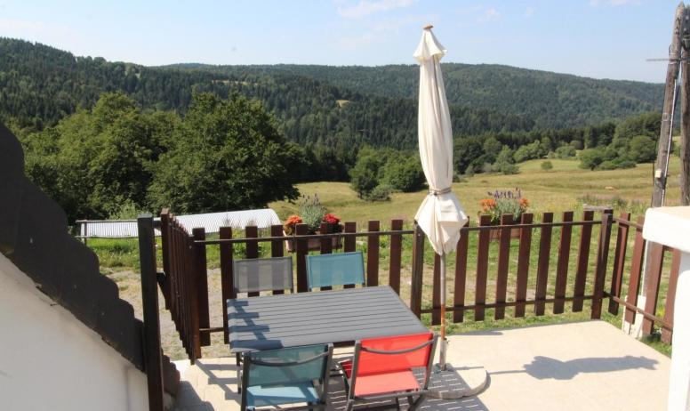 Gîtes de France - Terrasse avec superbe vue sur les monts
