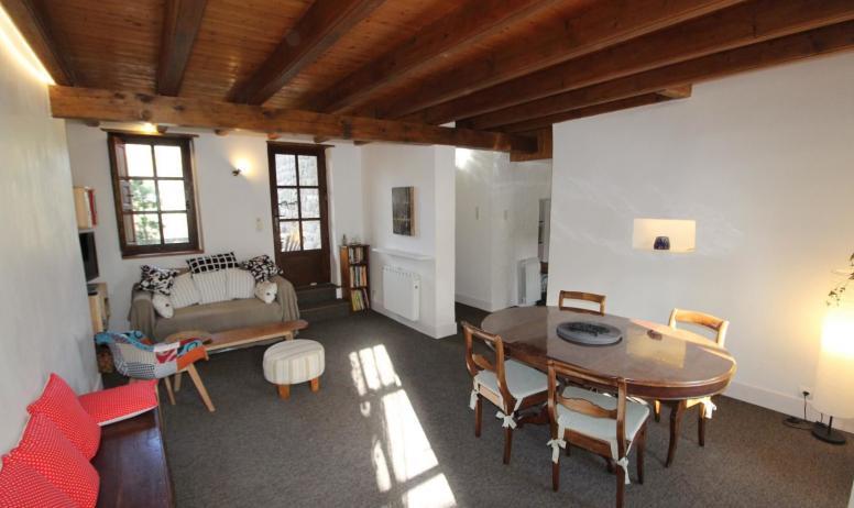 Gîtes de France - Salon séjour lumineux avec TV