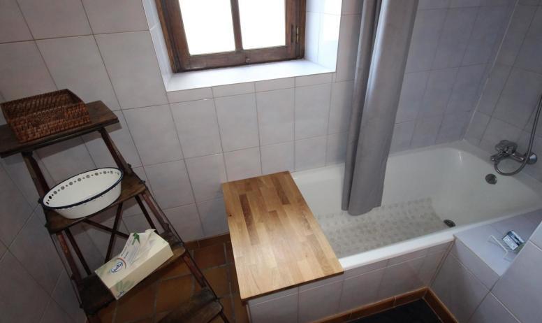 Gîtes de France - Salle de bain avec baignoire